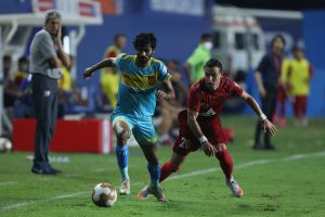 HFC s Akash Mishra dribbles past Luis Machado. (ISL)