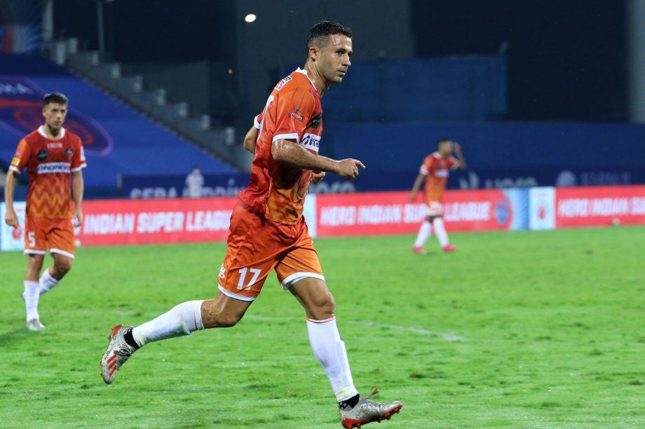 Igor Angulo celebrating a goal