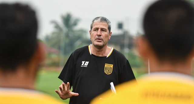 Manolo Marquez in a Hyderabad FC t-shirt