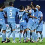 Mumbai City players celebrating their win