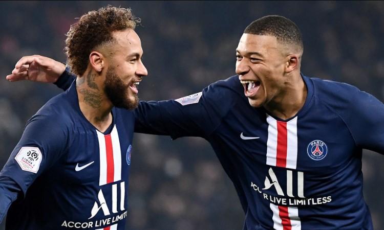 Neymar and Mbappe celebrating the goal
