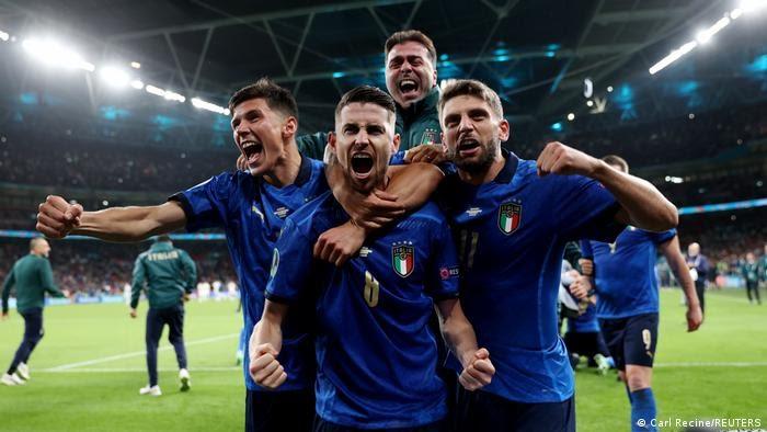 Jorginho and Italy players
