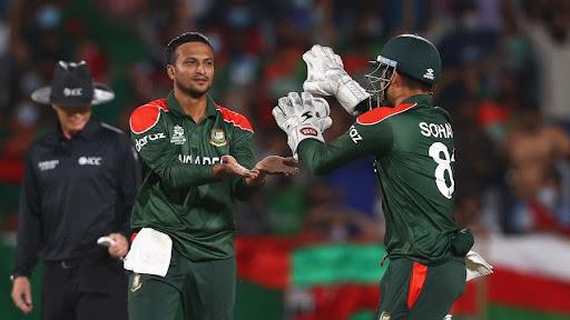 Shakib al Hasan celebrates a wicket with Nurul Hasan